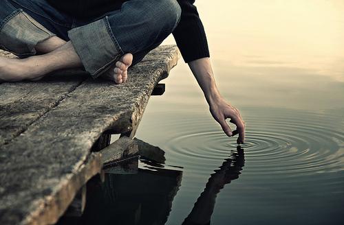 Kıyısından seyredilmiş bir hayat boşa geçmiş demektir.