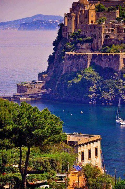 İtalya, Aragon kalesi.......