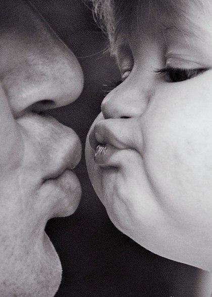 öpücük baba ve  çocuk